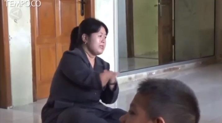 Kisah Inspiratif Guru Difabel Mengajar Anak-anak Autis